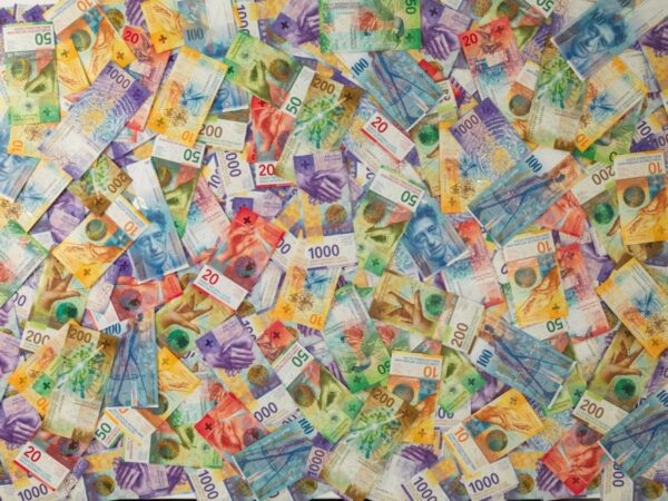 Swiss banknotes from eighth and ninth series soon to become scrap papers? (photo: SNB)